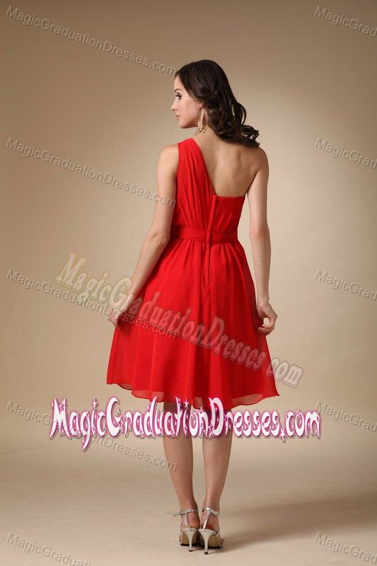 Red One-Shoulder Simple Knee-Length Ruched Graduation Dress with Appliques