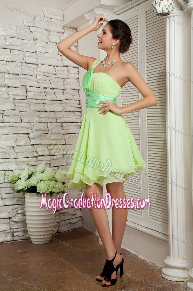 One Shoulder Short Chiffon Cute Graduation Dresses with Beading in Green