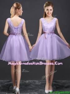 2017 Classical V Neck Lavender Short Graduation Dress with Belt and Lace