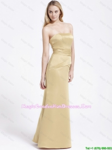 Modern Column Strapless Graduation Gowns with Ruching