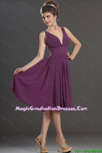 Perfect V Neck Short Graduation Dresses in Eggplant Purple
