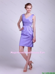 2016 Modern V Neck Short Lavender Graduation Dresses with Ruching