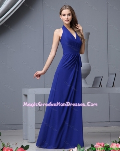 2016 Fashionable Halter Top Ruching Amazing Graduation Dresses in Royal Blue