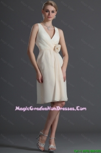 Luxurious V Neck Short Hand Made Flower Fashionable Graduation Dresses in Champagne