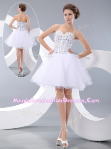 Fashionable White Short Graduation Dresses with Beading for Cocktail