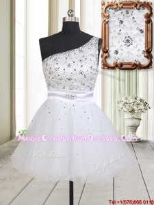 2017 Fashionable One Shoulder Beaded Bodice Zipper Up White Graduation Dress in Tulle