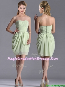 2016 Popular Ruched Decorated Bodice Short Graduation Dress in Yellow Green