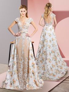 Pretty Short Sleeves Brush Train Lace and Appliques Backless Graduation Dresses