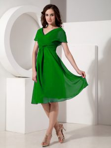 Attractive Green Short Sleeves Ruching Knee Length Graduation Dresses