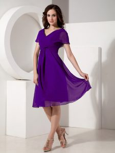 On Sale Purple Short Sleeves Ruching Knee Length Graduation Dresses