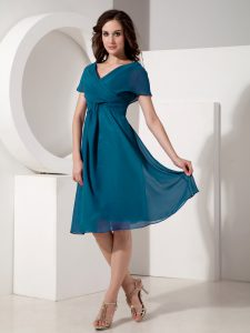 Chiffon Short Sleeves Knee Length Graduation Dresses and Ruching