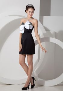Sweetheart Mini-Length Beaded Black Graduation Dress with Big White Bowknot