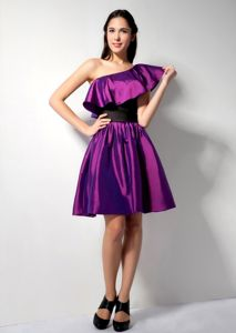 Eggplant One-Shoulder Short-Length Graduation Dress with Black Belt and Flounce