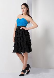 Sweetheart Strapless Knee-Length Ruched Blue-Black Graduation Dress with Belt