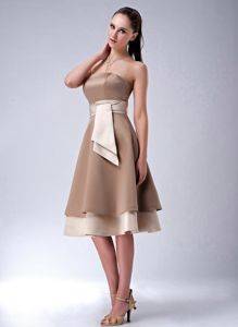 Brown Strapless Knee-Length Graduation Dress with Belt and Lace-up Back