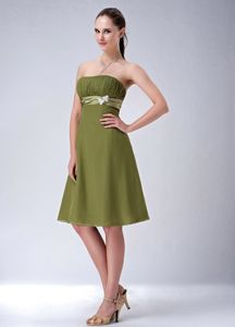 Simple Olive Strapless Ruched Knee-Length Graduation Dress with Appliques and Belt