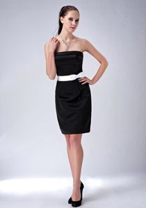 Simple Strapless Short-Length Black Graduation Dress with White Belt and Bow