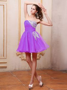 Simple Purple Strapless Mini-Length Graduation Dress with Ruching and Appliques