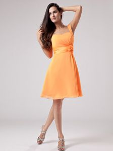 One-Shoulder Knee-Length Orange Graduation Dress with Belt and Flower in Duns