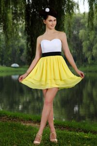 Yellow and White Sweetheart Mini-length Graduation Dresses with Sash