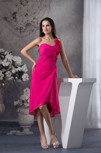 One Shoulder Knee-length Grad Dresses with Hand Flowers in Fuchsia