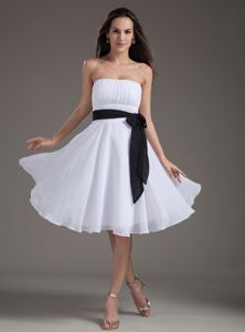 Strapless Knee-length Cute Graduation Dresses with White Sash in Loveland