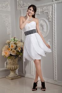 White Sweetheart Taffeta Beaded Gorgeous Graduation Dresses in Pacifica