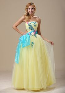 Appliqued Ruched Light Yellow Graduation Dresses with Sash in Fairbanks