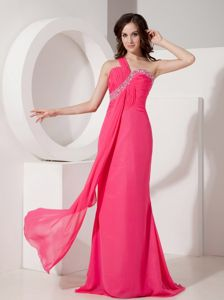 Hot Pink One Shoulder Chiffon Beads Cute Graduation Dresses in Portpatrick
