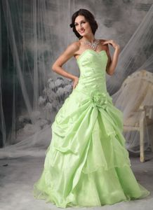Apple Green A-Line Taffeta Beading Eighth Grade Graduation Dresses in Gretna