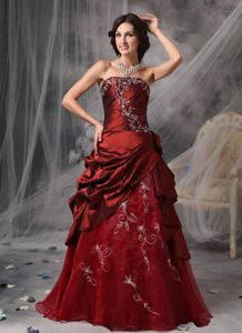 Burgundy Strapless Graduation Dresses for Grade 8 in Glenluce with Appliques