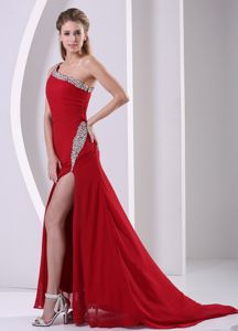 Beaded Decorate One Shoulder Brush Train Senior Graduation Dress in Dunblane