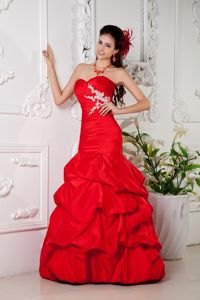 Appliqued Red Sweetheart Mermaid Floor-length Graduation Dress with Pick-ups