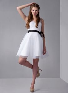 White A-line V-neck Mini-length College Graduation Dresses with Black Ribbon