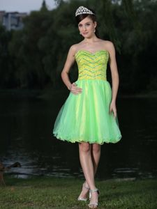Yellow Green Sweetheart Short Graduation Dresses with Beading in Abilene