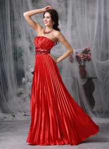 Modest Red Ruched Strapless Pleated Long Graduation Ceremony Dresses