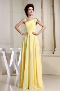 Light Yellow Single Shoulder Floor-length Graduation Dress for High School