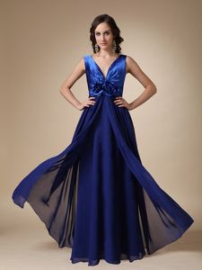 Royal Blue V-neck Satin and Chiffon Flower College Graduation Dress in Tillicoultry