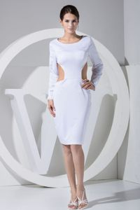 Knee-length Scoop White Backless Graduation Dress with Waist Cut