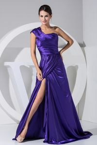 Brush Train Purple High Slit Graduation Dresses with One Shoulder