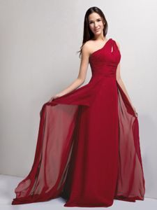 One Shoulder Wine Red Chiffon Ruched Graduation Dress in Abington
