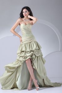 High-low Yellow Green Pick-ups Sweetheart Beaded Graduation Gowns