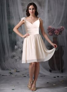 Ruffled Straps V-neck Off White Short Middle School Graduation Gowns
