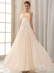 Ruffled Sweetheart Cheap Graduation Dresses Beaded in Champagne