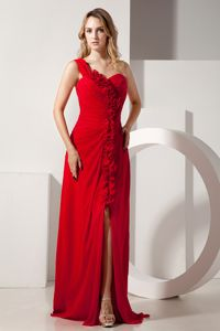 Luxurious Red One Shoulder Brush Prom Grad Dress with Ruffles and Slit