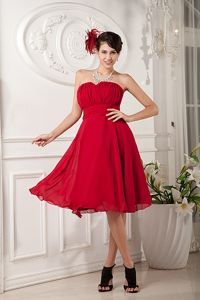Sweetheart Knee-length Chiffon Ruched Senior Graduation Dress in Red