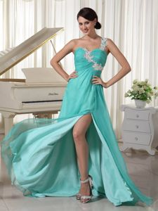 Turquoise Appliques Decorate One Shoulder Brush Train Junior Graduation Dresses