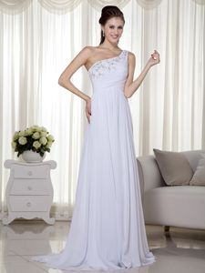 White One Shoulder Chiffon Graduation Dresses in Larbert with Beads and Ruche