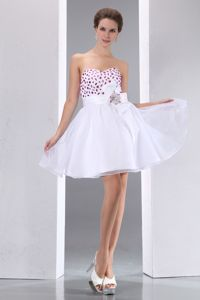 Sweetheart Hand Flowery Beaded White Prom Dresses for Graduation in Mini-length