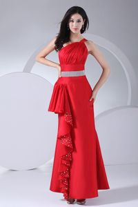 One-Shoulder Ankle-Length Red Graduation Dress with Silver Belt and Ruching